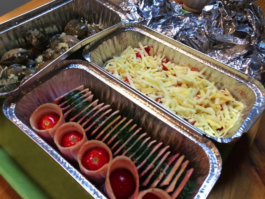 夏BBQは肉肉しく豪快にやるけど、秋はホイル焼きで大人の味を楽しみたい!基本はアルミホイルで包むんだけど、アルミのケーキ型がとっても便利ですよ!