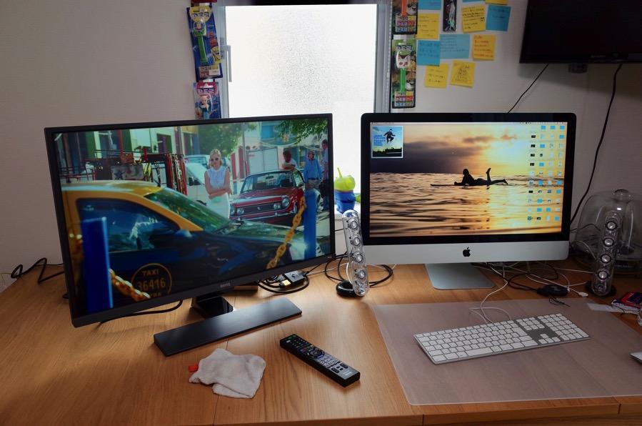 BenQの31.5型4Kディスプレイを書斎の壁掛けサブディスプレイにして遊びまくる。メインディスプレイよりデカいじゃねえか。