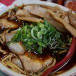 新福菜館の黒い中華そばと黒いヤキメシと惜春〈京へ西へ。その十七〉